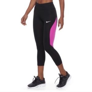 NWOT. Nike Capri Leggings